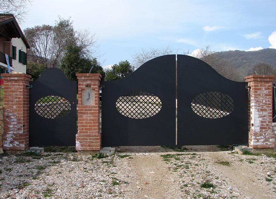 Cancello in ferro battuto e taglio laser