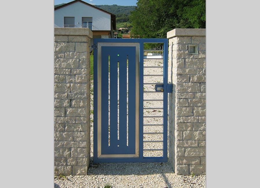 Cancello pedonale in ferro verniciato e inox